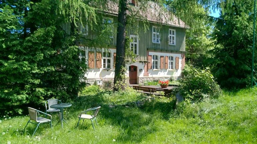 Appartments im Tal der Landecker Biele - red