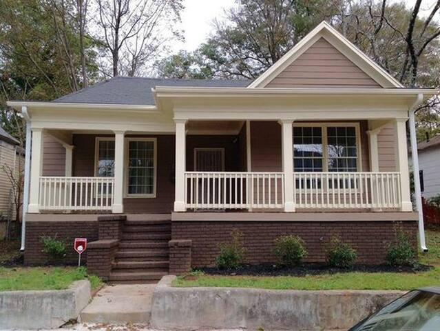 Huge Bedroom Downtown ATL near airport Furnished