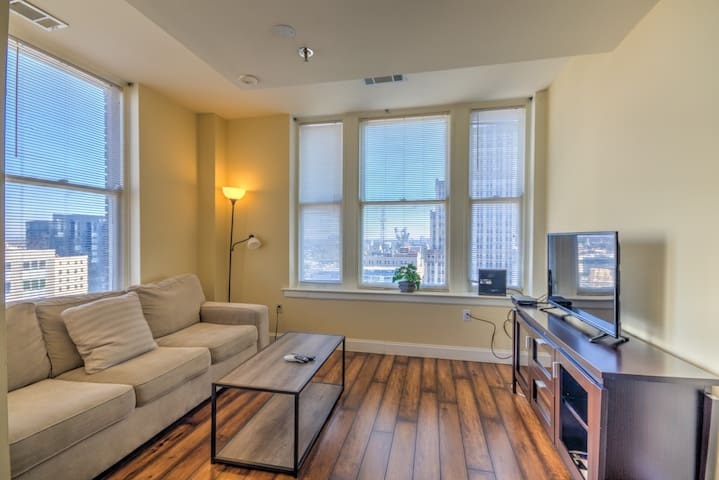 Older Apt with WiFi and a Great View of Downtown!