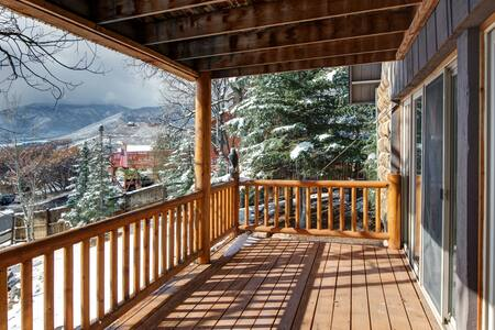 Charming & Spacious Cabin in Midway - Midway - 獨棟