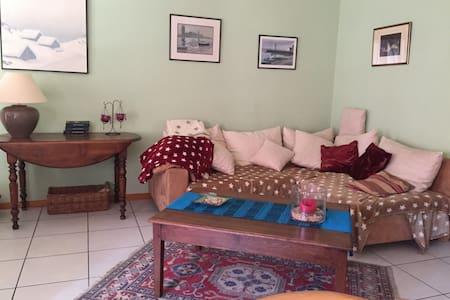 Chambre simple dans villa contemporaine. - Bramois