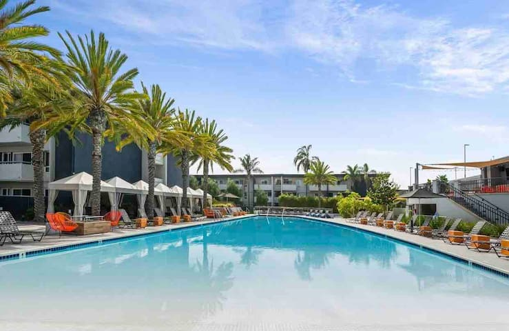 Newport Beach  Affordable 1bed Apartment