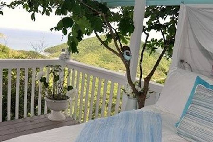 Coral Bay Eco Retreat:Life's a Beach Bedroom Suite