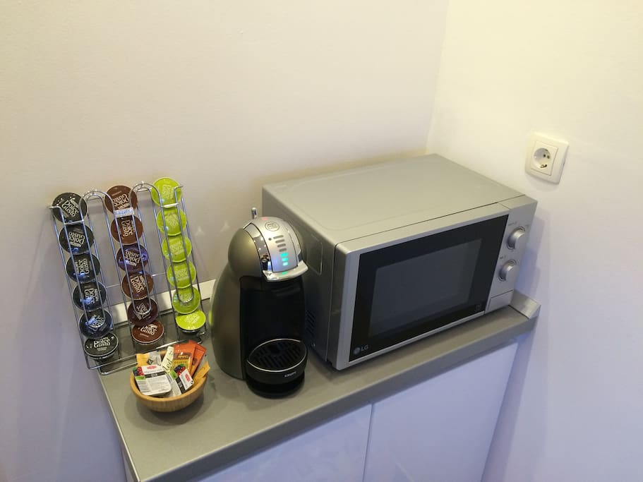 Dolce Gusto coffee machine and Microwave oven