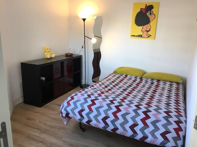 Cozy single/doble room - view to Sagrada Familia!