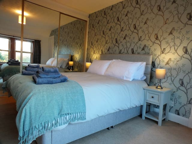 Sandyfield Cottage- homely upper cottage apartment