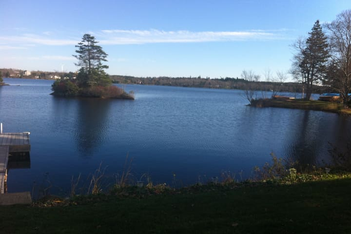 Beautiful Lakefront Bring your boat Private  bdrm - Porters Lake - Apartment