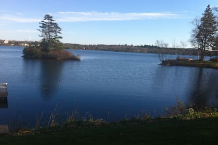 Beautiful Lakefront Bring your boat Private  bdrm - Porters Lake - Wohnung