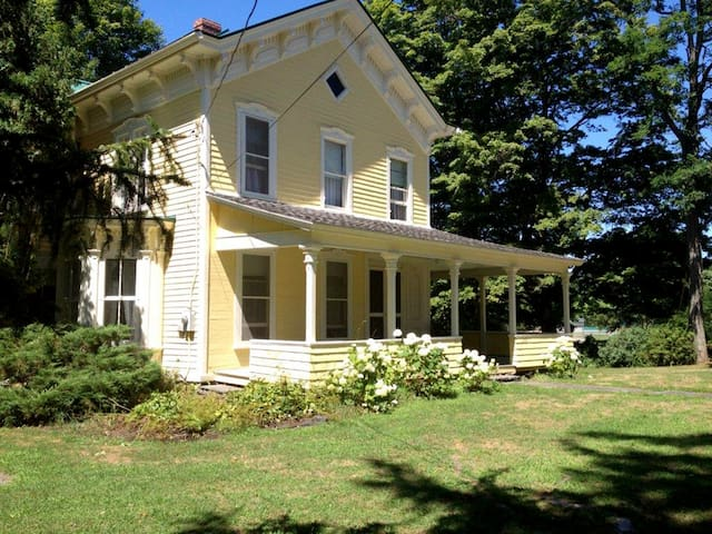 1880s Preston Hollow Farmhouse - Preston-Potter Hollow - House