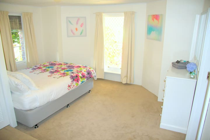 Hillcrest Hideaway - West Launceston - Apartment