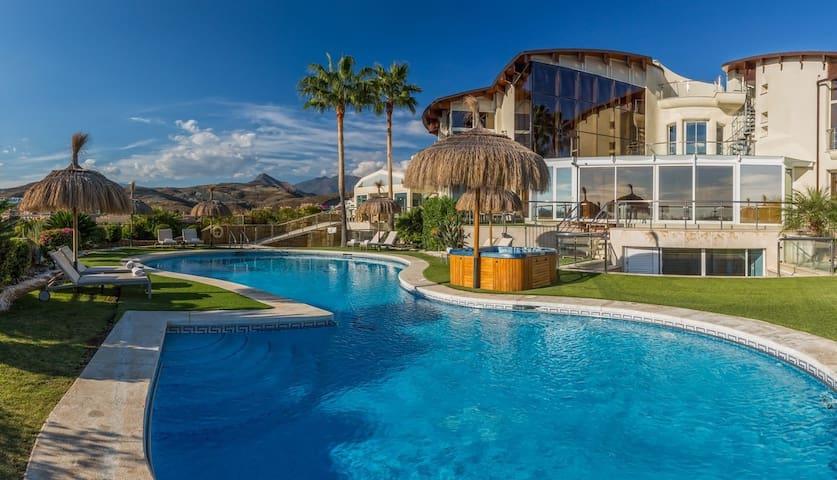 10 bd, gardens, jacuzzi, pool - Marbella - Villa
