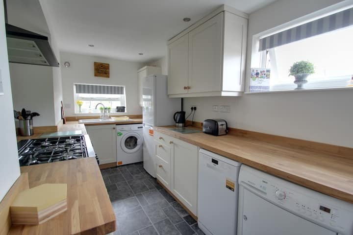 2bed,  +parking -  £150 per person/wk contractors
