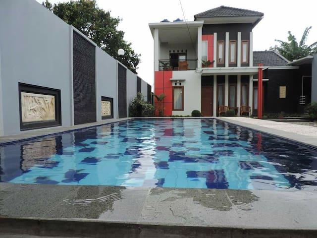 Villa minimalis model baru 4BR Puncak