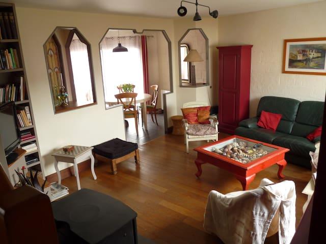 Ambiance estivale dans petit port du Golfe - Bono - Apartamento