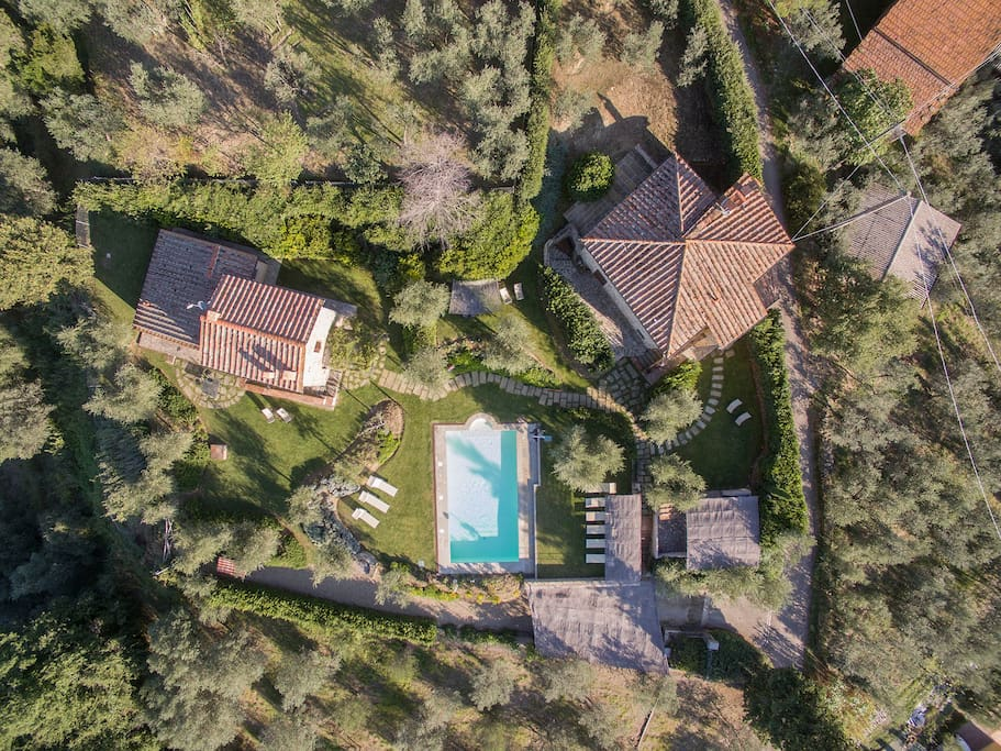 Villa Il Granaio is a on a property which is shared with another villa. There is a common pool area in the center and each villa has their own private garden and outdoor eating space.