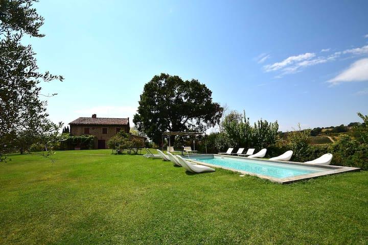 Detached villa with private pool 80km north Rome - Otricoli - Hus