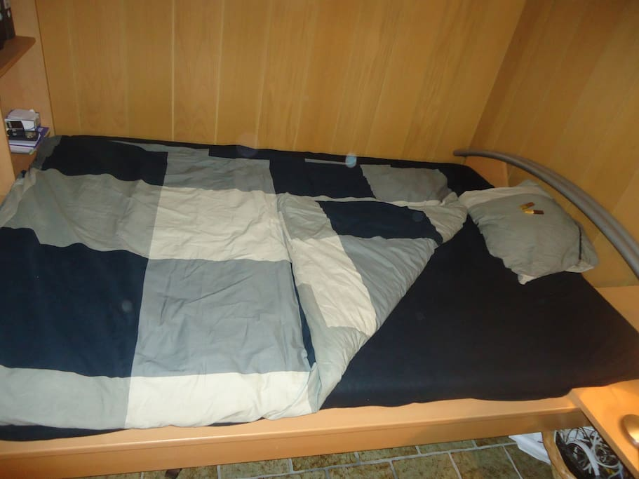 gem tliches bett im souterrain 1 4m h user zur miete in. Black Bedroom Furniture Sets. Home Design Ideas