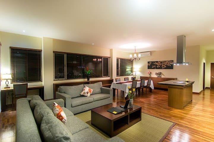 Luxury 3 bedroom apartment with pool at Seminyak - Kuta - Lägenhet
