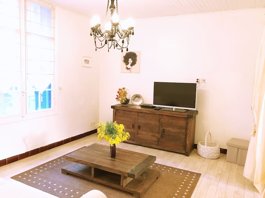 Living-room - TV - Air conditioning