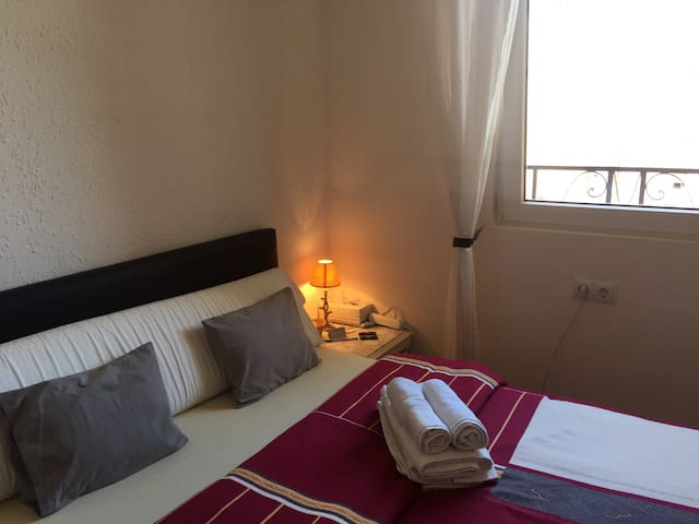 Cozy double room + WIFI - València - Appartement