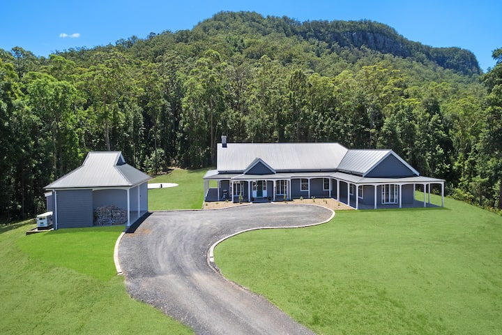 Kangaroo Valley - Lymbery House - home with a view