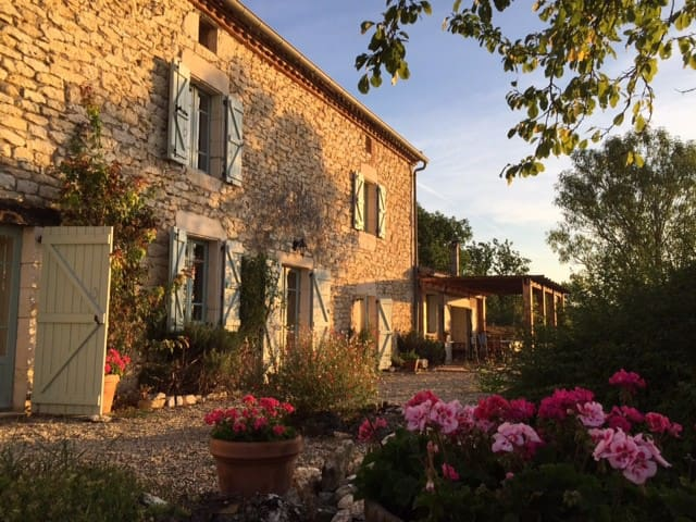 Le Batut Farmhouse, S. W. France. - Noailles - Dom