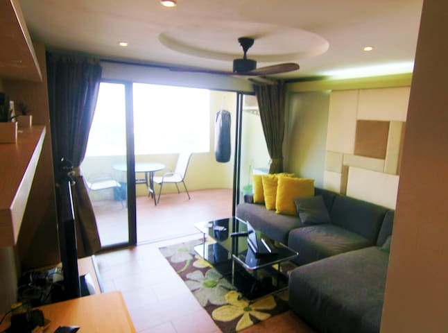 Modern 1 bed Condo, with Pool and nice City View! - Chiang Mai - Condominio