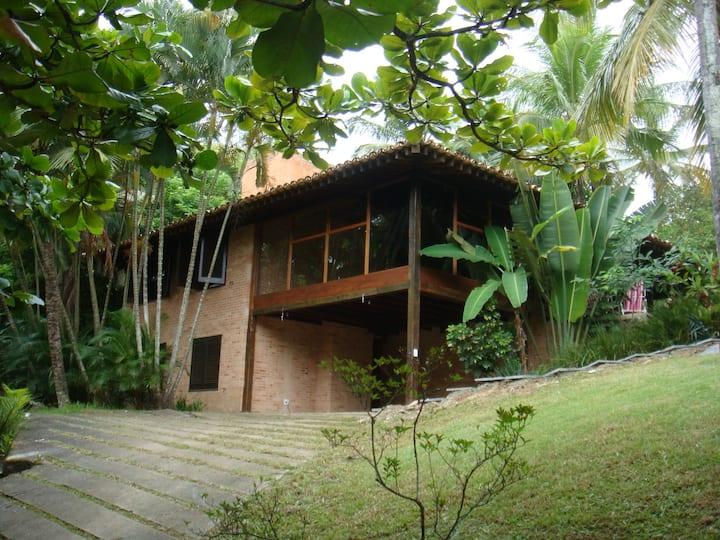 Casa em condomínio fechado na Praia da Feiticeira