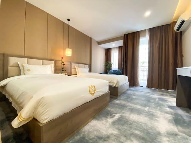 Jing Du Hotel -Deluxe Balcony Double/Twin Room