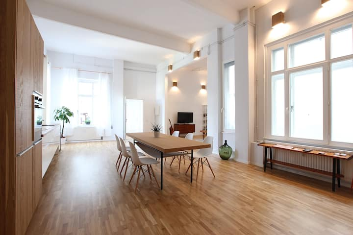 Fresh spacious luxurious loft , central 120 qm