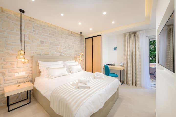 Lyra luxury studio - with two balconies