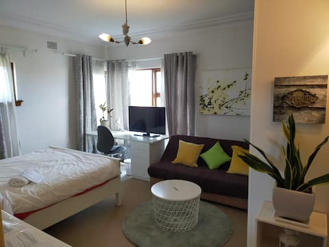 Large private room w/ 2 beds by St George Hospital