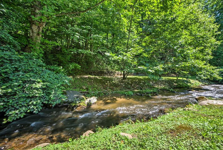Located on Coopers Creek, this home can't be beaten!