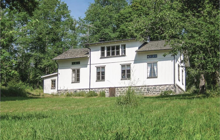 Holiday cottage with 3 bedrooms on 106m² in Håverud