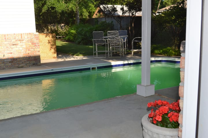 Private Pool House/Bath Near Beach - Gulf Breeze