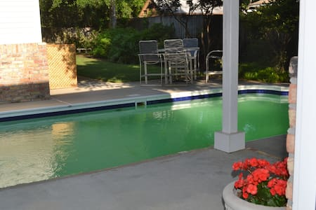 Private Pool House/Bath Near Beach - Gulf Breeze - บ้าน