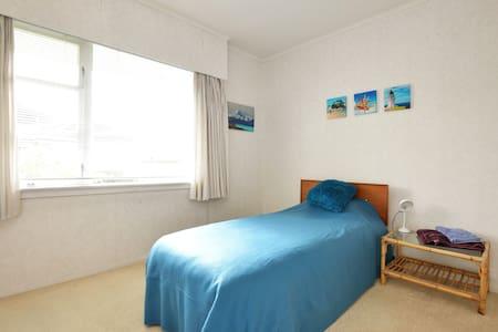 Cosy, sunny  and bright single bedroom! - Auckland - Casa