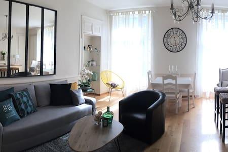 Très bel appartement T2 plein centre Place Duclos