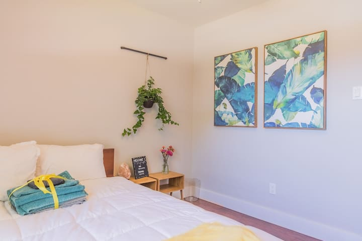 Private bed/bath a quick 20 mins from DFW Airport!