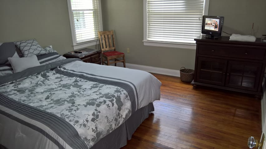 Room in 3bed/2bath Mid City home - Baton Rouge - House
