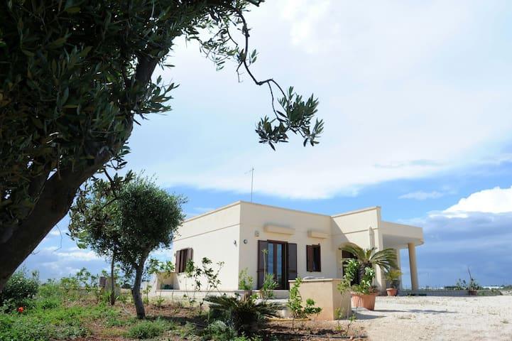 Splendida villa indip. a s.sabina - Torre Santa Sabina(c.da pezze morelli) - Casa de campo