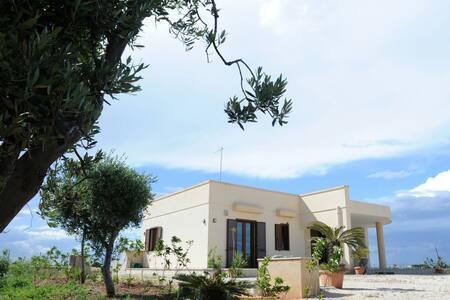 Splendida villa indip. a s.sabina - Torre Santa Sabina(c.da pezze morelli)