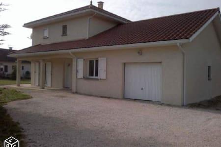 Chambre lit 90 dans une villa récente - Apprieu - House