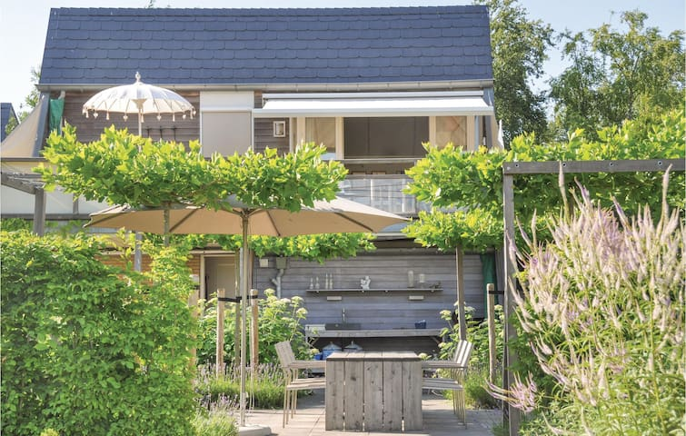 Holiday cottage with 2 bedrooms on 75 m² in Grou