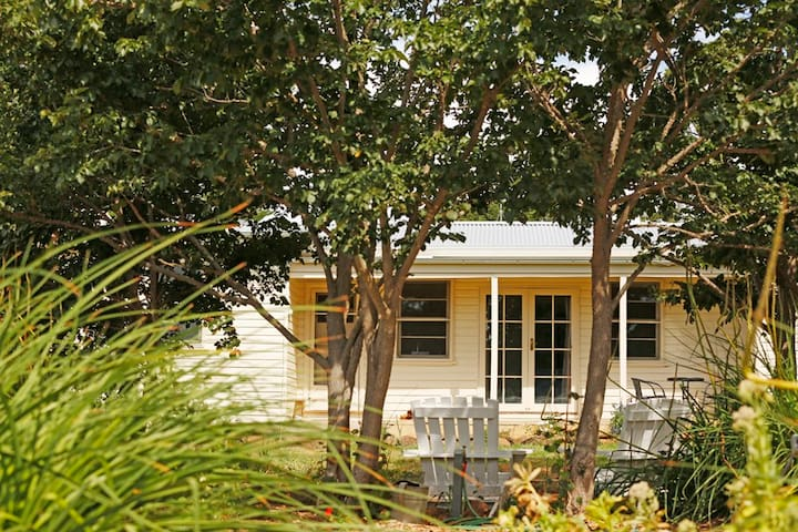 Country cottage escape - Maffra - Casa