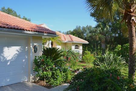 Stunning Tropical Florida Pool Home Near Ft. Myers - Lehigh Acres - Hus