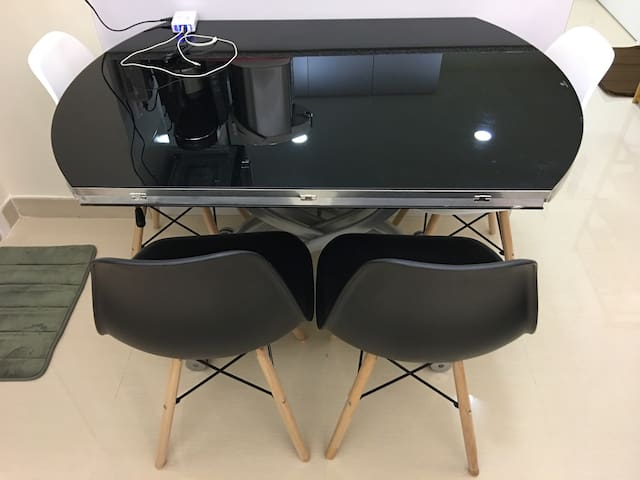 Transformable Table with 8 chairs. 可变型升降茶几/餐桌/圆台连8张餐椅