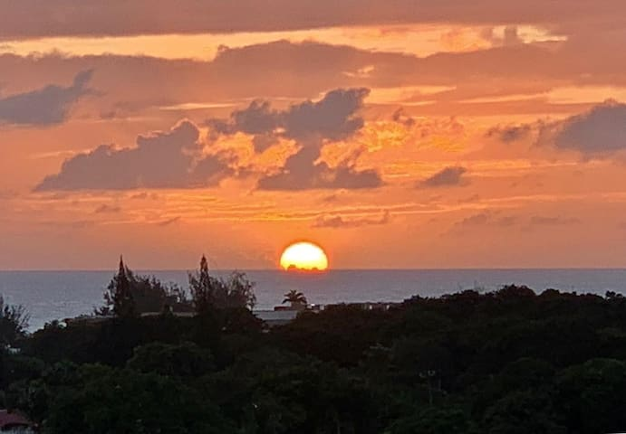 Sunset from the patio....total escape.. Dream View.