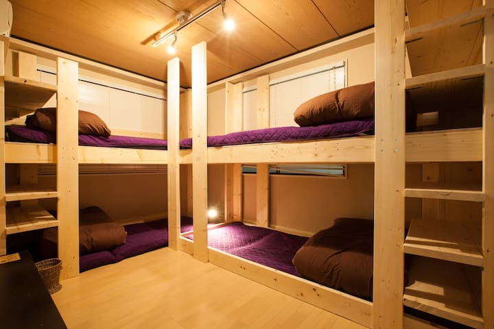 【2 mins walk from 北品川 St.】Quadruple room with two bunk-beds (9㎡/up to 4 guests),Free WiFi !!