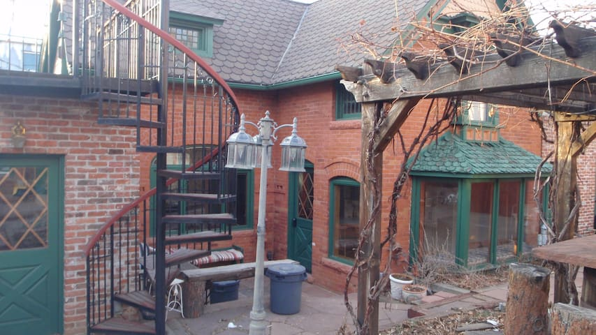 1890s Carriage House in Congress Park - Denver - Huis